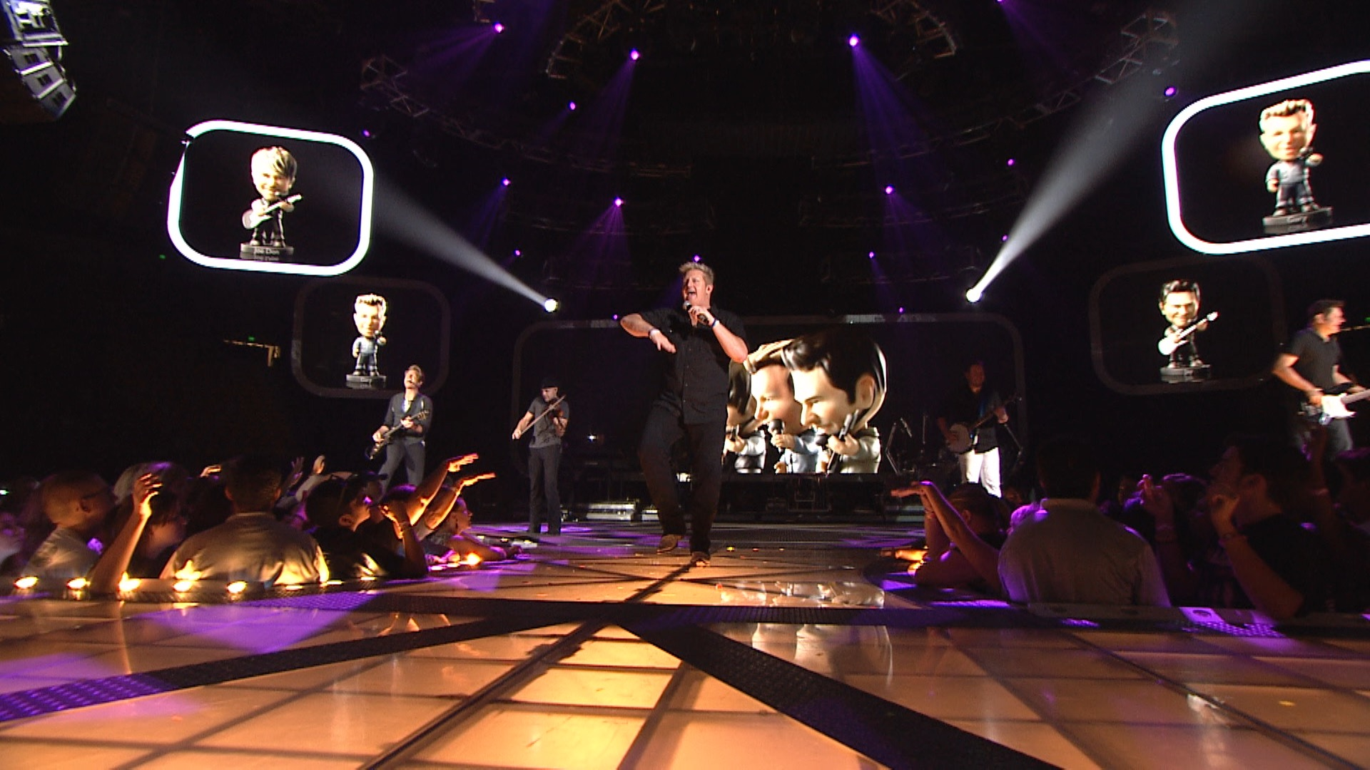 Rascal Flatts performing live, with Bobble Head graphics.